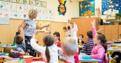 a gyerekeknek 17 darab tanítási napra mindösszekét darab pihenőnap jut.